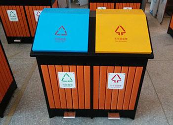 两分类脚踏式钢木垃圾桶主图