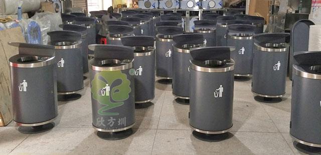 """鸭舌桶遍布深圳户外街道专""""吃""""其他垃圾"""