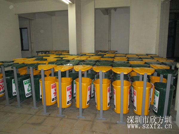 东莞安民物业订购欣方圳垃圾桶和休闲椅