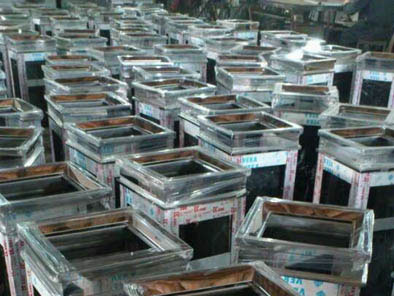 龙华街道办公大楼选用方圳不锈钢垃圾桶